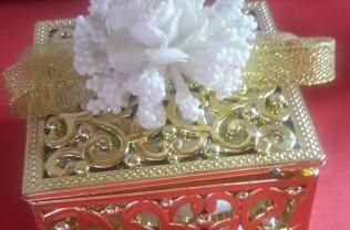 Model : kutu motif gold