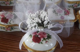 Model : porselen çiçekli